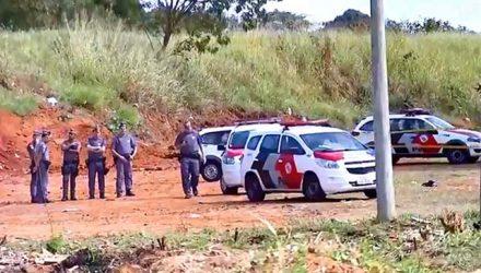 Rapaz de 18 anos confessou o roubo à mulher e foi preso; adolescente baleado foi levado para o hospital — Foto: Reprodução/ TV TEM.