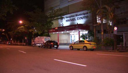 Chinês que sobreviveu a facada está internado no Hospital Miguel Couto, na Zona Sul do Rio — Foto: Reprodução/ TV Globo.