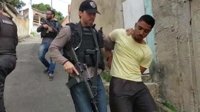 Pato foi preso em uma comunidade da Região Oceânica de Niterói — Foto: Reprodução/TV Globo.