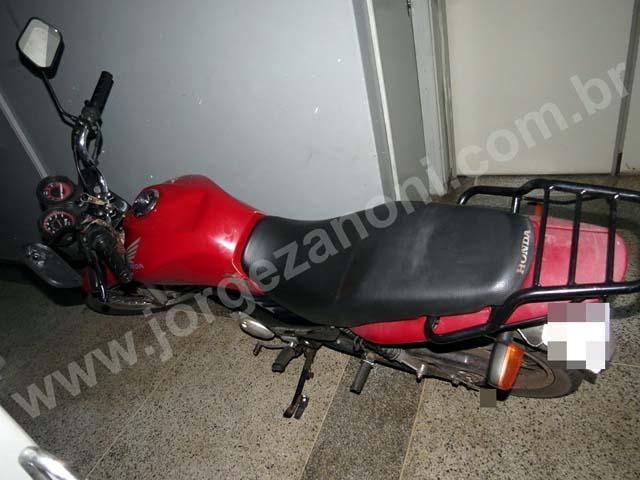 Motocicleta utilizada pelo acusado para cometer o tráfico de droga foi apreendida. Foto: Jorge Zanoni e Polícia Militar/Cedida