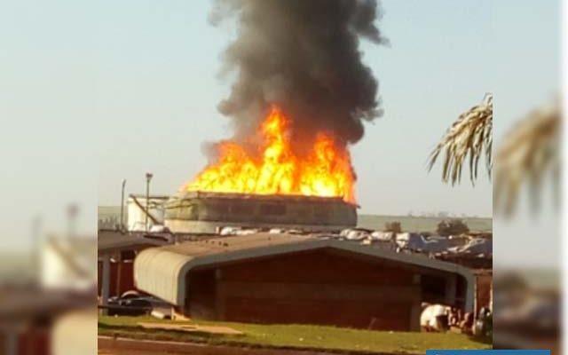 Bombeiros de Araçatuba, Andradina e outra cidades da região estão no local — Foto: Arquivo pessoal
