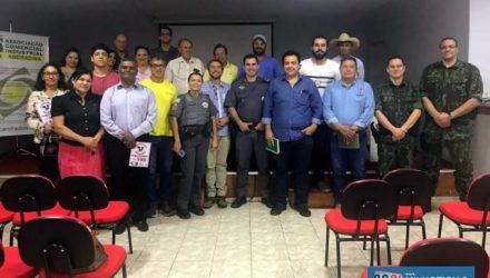 Reunião contou com a presença de representantes de forças de segurança, comerciantes e pequenos produtores rurais. Foto: DIVULGAÇÃO