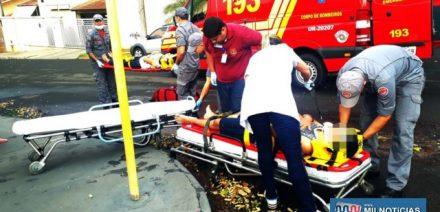 Rapaz que dirigia a moto sofreu escoriações no nariz, braço e perna, lados esquerdos e uma pancada na cabeça. Foto: MANOEL MESSIAS/Agência