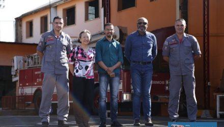 Tamiko com o comandante do 2º SGB, o capitão PM Walter Cruz de Oliveira. Governo de Andradina vai comprar camionete que será utilizada em ocorrências de salvamento em geral. Foto: Secom/Prefeitura