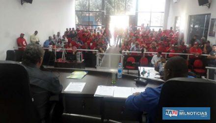 Plenário ficou lotado de integrantes da Frente Nacional de Lutas. Foto: MANOEL MESSIAS/Agência