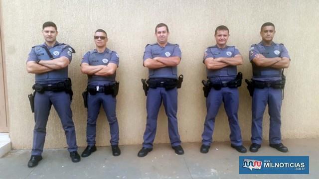 Polícia Militar compareceu ao local com várias equipes, comandadas pelo 1º tenente PM Caldeira (1º à esq.). Foto: MANOEL MESSIAS/Agência
