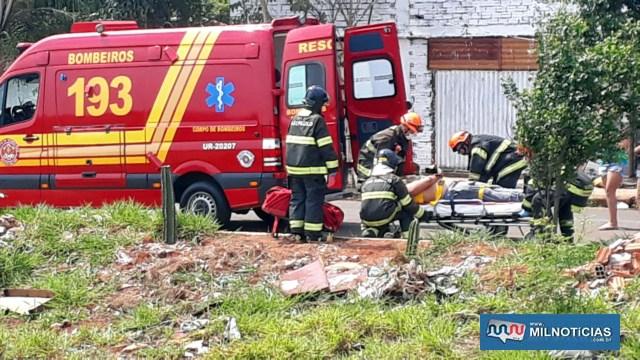 Motorista da GM Meriva foi socorrido pelos bombeiros até a UPA – Unidade de Pronto Atendimento, permanecendo em observação. Foto: MANOEL MESSIAS/Agência