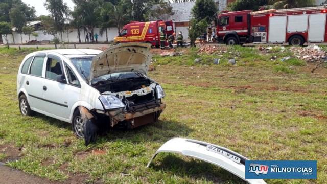 GM Meriva sofreu destruição de sua parte frontal, quebra do parabrisa dianteiro e amassamento na lataria, lado esquerdo. Foto: MANOEL MESSIAS/Agência