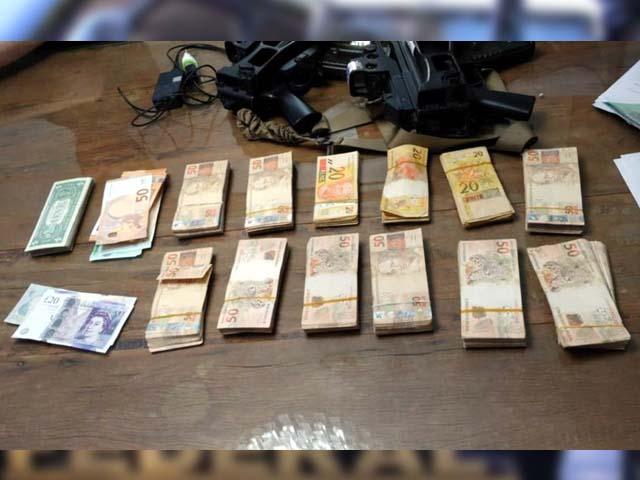 Dinheiro apreendido na casa de um dos investigados na operação Vagatomia, da Polícia Federal em Jales — Foto: Polícia Federal/Divulgação