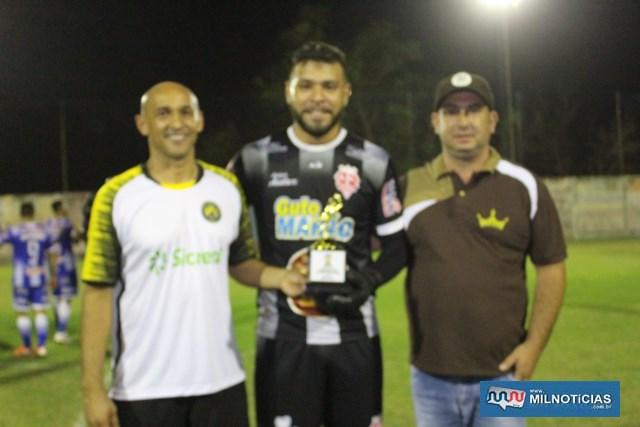 Goleiro Geovani (c), do Audax, recebeu o troféu de defesa menos vazada da competição. Foto: MANOEL MESSIAS/Agência