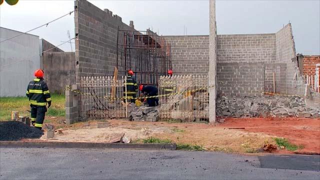 Servente trabalhava em obra e foi atingido por muro que desabou em Araçatuba — Foto: Reprodução/TV TEM