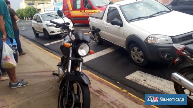 Motocicleta sofreu avarias consideráveis pequenas e teve condições de seguir até o Batalhão para registro de ocorrência. Foto: MANOEL MESSIAS/Agência