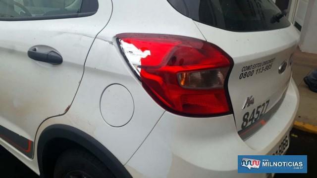 Automóvel sofreu quebra da lente do farol de freio traseiro esquerdo. Foto: MANOEL MESSIAS/Agência