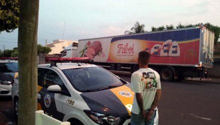 Homem foi preso pela polícia e a carga recuperada — Foto: Divulgação/Polícia