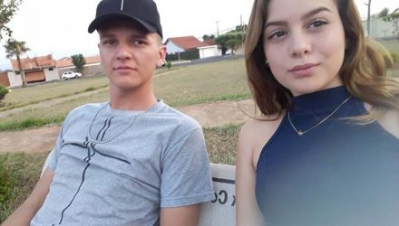 Felipe Henrique, de 23 anos, e Sara Cristina, de 17, foram enterrados no Cemitério Municipal de Bocaina — Foto: Facebook/ reprodução.