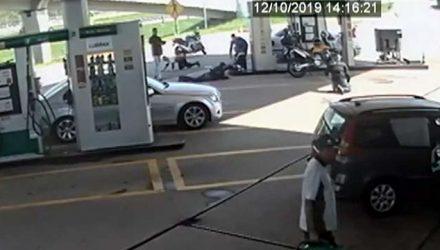Três morreram em assalto em posto de combustíveis de Itaquaquecetuba — Foto: Reprodução/TV Diário