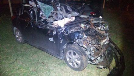 Homem morre depois de carro colidir com traseira de caminhão em rodovia de Maracaí — Foto: Polícia Rodoviária/Divulgação.