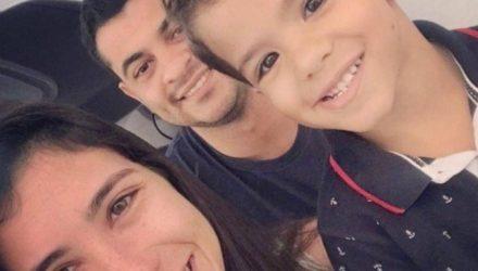 O menino Miguel, a mãe dele Manuela Silva Costa Martins, e o padrasto, Edilton Araújo Andrade. Foto: Redes Sociais/Reprodução