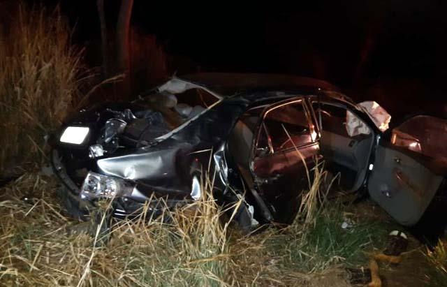 Segundo a Polícia Militar Rodoviária, um dos veículos teria invadido a pista contrária e bateu lateralmente no outro. Fotos: Internauta