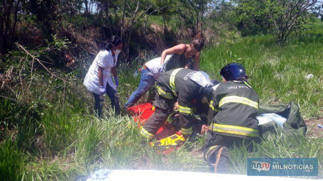 Uma das vítimas, a mulher de 61 anos, foi socorrida até a UPA, mas não resistiu aos ferimentos e morreu.  Foto: MANOEL MESSIAS/Agência