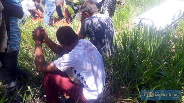 Adolescente de 14 anos (esq), foi socorrido em estado grave até a Santa Casa local. Foto: MANOEL MESSIAS/Agência