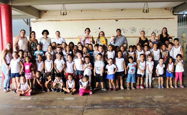 Em momento lúdico crianças do Humbero Passarelli aprendem a importância da alimentação saudável. Foto: Secom/Prefeitura