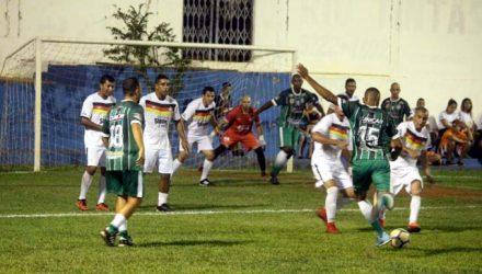 Guarani (verde), venceu por 2 a 0 a revelação da competição, Atlético Maneiro (branco). Foto: MANOEL MESSIAS/Agência