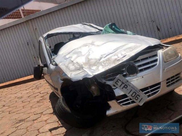 Veículo VW Gol, na cor prata, dirigido pela funcionária da Prefeitura de Nova Independência ficou bastante destruído. Foto: DIVULGAÇÃO/Arquivo Pessoal