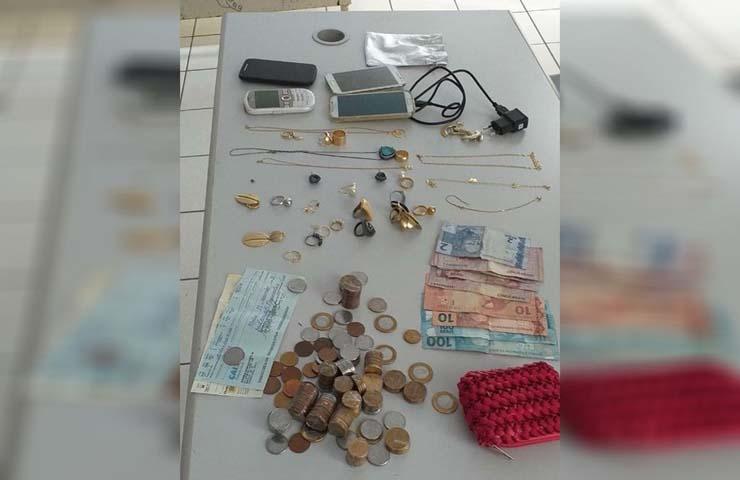 Homem é preso suspeito de furtar joias e celulares de casa em Marília — Foto: Polícia Militar/Divulgação.