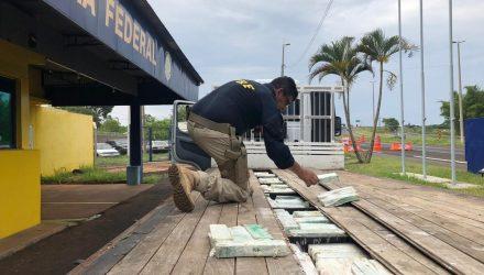 Polícia Rodoviária Federal apreende grande quantidade de maconha em rodovia de Ourinhos — Foto: Diogo Nolasco/TV TEM.