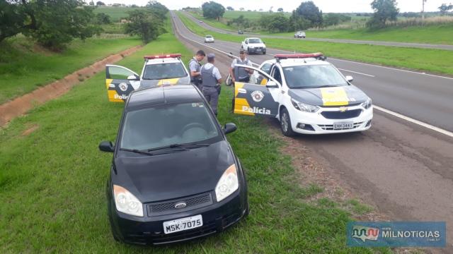Abordagem aconteceu no KM 633 da rodovia Marechal Rondon, a 2 Km da base da Polícia rodoviária, em Andradina. Foto: MANOEL MESSIAS/Agência