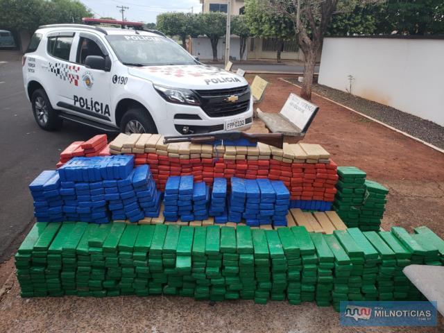 Foram apreendidos 1.254 tabletes de maconha (Cannabis Sativa), pesando um total de  1.141 quilos. Foto: MANOEL MESSIAS/Agência