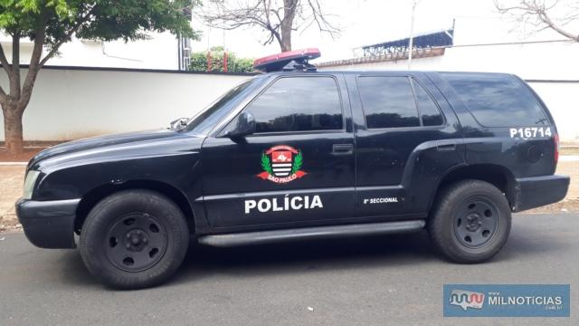 """Viatura da Polícia Civil que fazia escolta do veículo com a droga é """"quente"""" e pertence à 8ª Delegacia Seccional de São Paulo. Foto: MANOEL MESSIAS/Agência"""