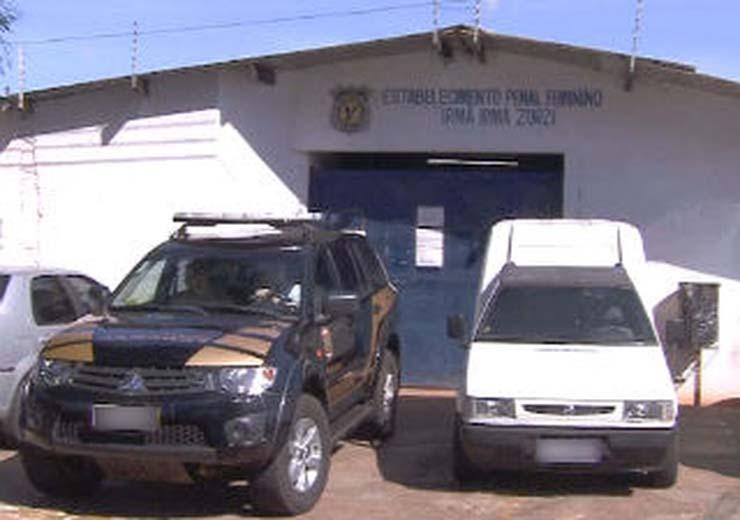 """O corpo foi encontrado em uma das celas do Estabelecimento Penal Feminino """"Irmã Irma Zorzi"""" — Foto: Reprodução/TV Morena."""