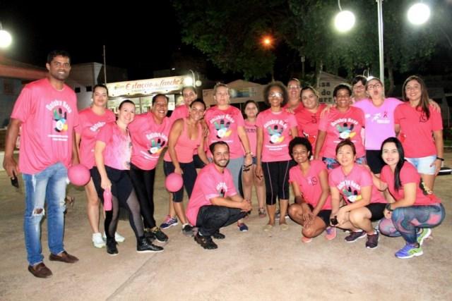 Super aula de zumba agitou a noite de sexta em alusão ao Outubro Rosa. Foto: Secom/Prefeitura