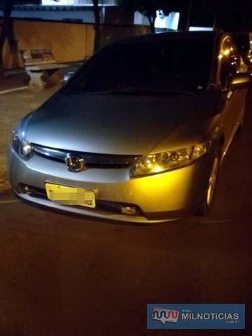 Acusados estavam a bordo do Honda Civic, na cor prata, com placa de Presidente Prudente/SP. Foto: DIVULGAÇÃO/PM
