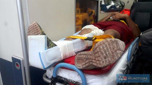 Vendedor sofreu escoriações pelo corpo e uma contusão no joelho direito, o mesmo operado recentemente para colocação de pinos. Foto: MANOEL MESSIAS/Agência