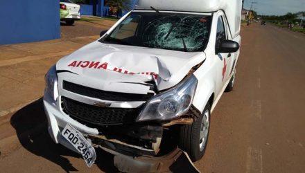 Ambulância ficou destruída. — Foto: Divulgação.