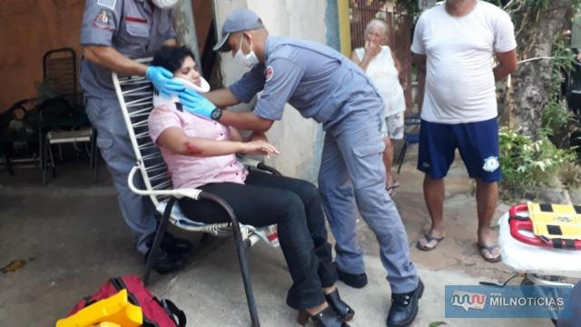 Mulher sofreu queda da motoneta que pilotava ao atropelar cachorro solto na Av. Rio Grande do Sul. Fotos: MANOEL MESSIAS/Agência