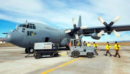 Foto de arquivo mostra um C-130 Hércules, modelo semelhante ao avião da Força Aérea do Chile que desapareceu na segunda-feira — Foto: Divulgação/ Fuerza Aérea de Chile