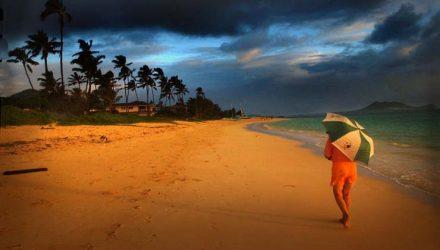 Praia de Lanikai, na ilha de Kailua, no Havaí — Foto: Lucy Pemoni/Reuters.