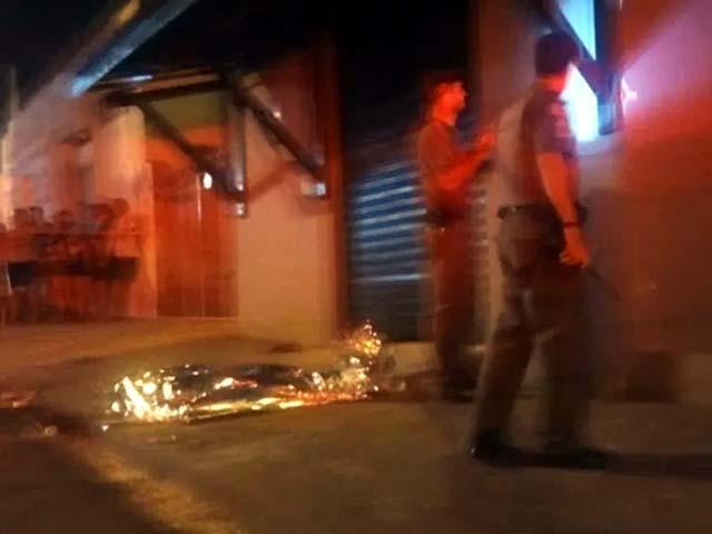 Homem foi assassinado enquanto estava em frente de sua casa. Foto: Reprodução de video