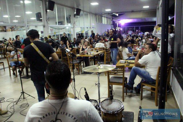 Marco Túlio & Luciano, além de Anderson & Claudinho fizeram apresentação em conjunto, em uma grande noite de aniversário da Parada dos Viajantes. Foto: MANOEL MESSIAS/Mil Noticias