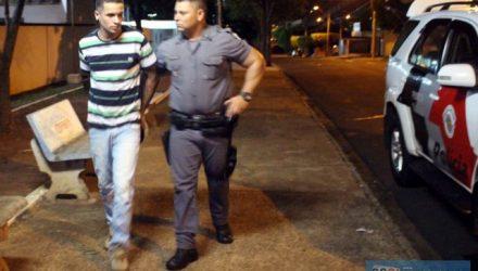 O pintor Mateus Viana Topazzo, 25 anos, foi flagrado com o tijolo de maconha escondido na cueca. Foto: MANOEL MESSIAS/Agência