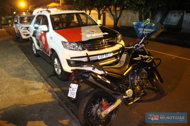 A motocicleta Yamaha XT 660cc, utilizada pela dupla para entregar a maconha em Andradina foi apreendida pela Polícia Civil. Foto: MANOEL MESSIAS/Agência