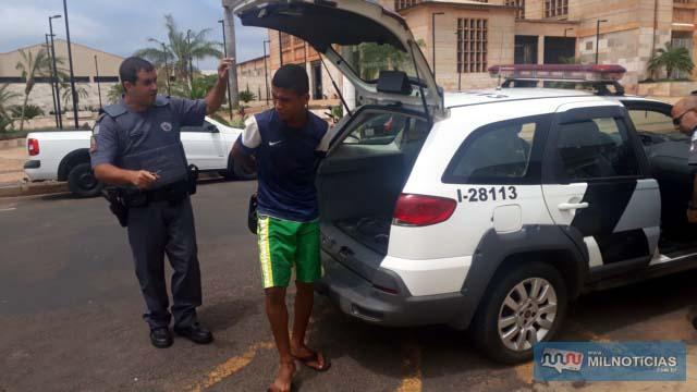 Jovem de 20 anos foi indiciado por tráfico de entorpecente, ficando a disposição da justiça. Foto: MANOEL MESSIAS/Agência