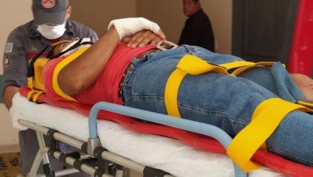 Jovem sofreu contusão na canela da perna direita e escoriações pelo corpo, felizmente leves. Foto: MANOEL MESSIAS/Agência