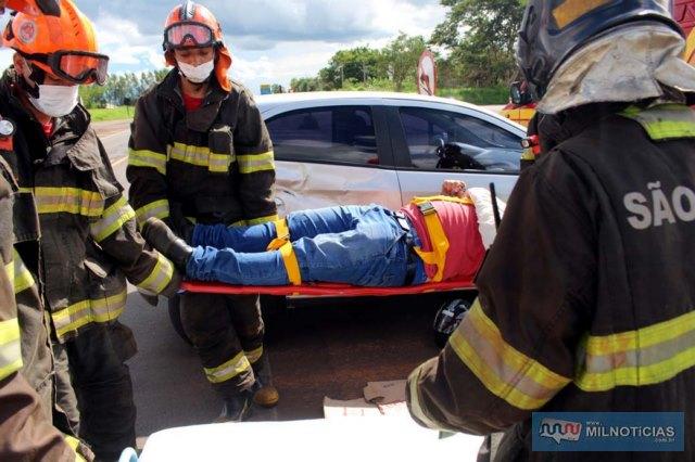 Motorista da indústria de papelão que estava na motocicleta sofreu possível fratura da clavícula esquerda. Foto: MANOEL MESSIAS/Agência