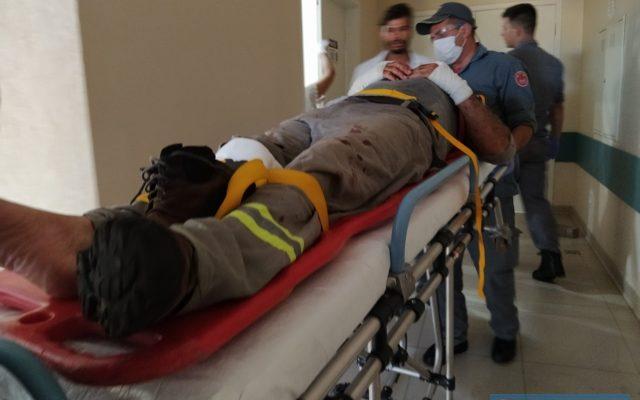 Instalador de energia solar sofreu diversas escoriações e um corte na perna direita. Foto: MANOEL MESSIAS/Agência