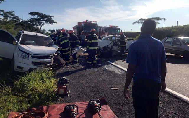 Acidente de trânsito envolveu dois veículos . Fotos de Internauta